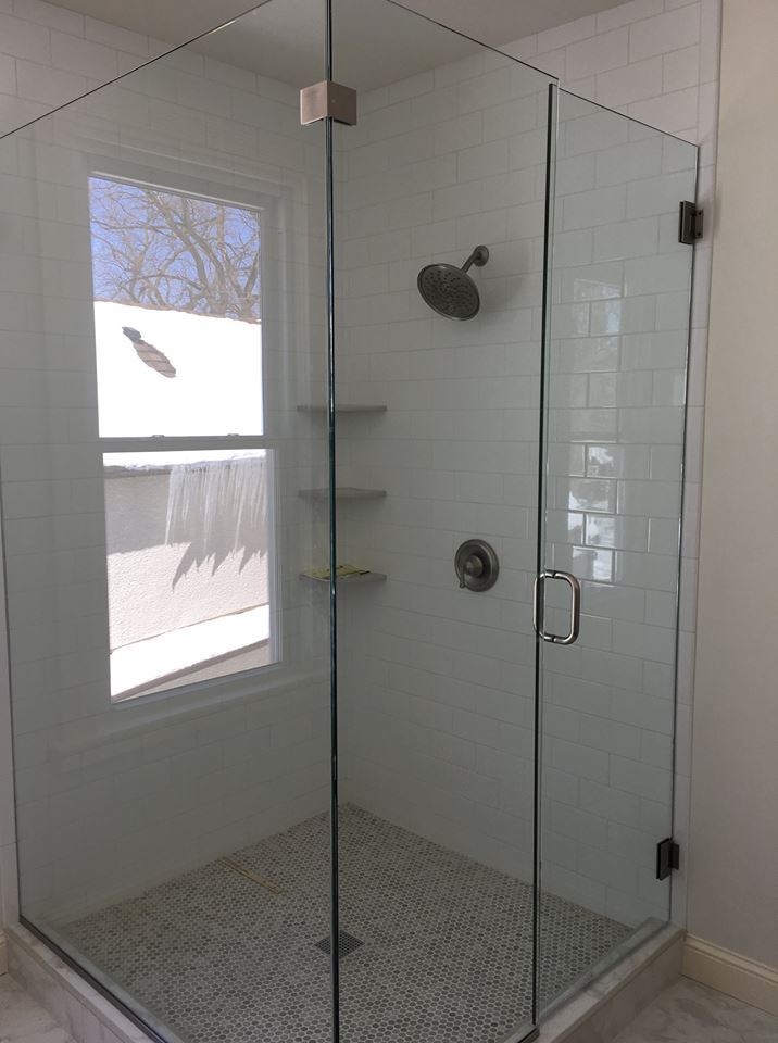 Glass and Frameless Shower Doors in Minneapolis, MN